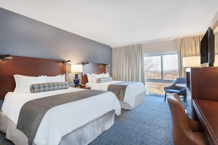 Guest room at the Wyndham Hamilton Park Hotel and Conference Center in Florham Park, New Jersey
