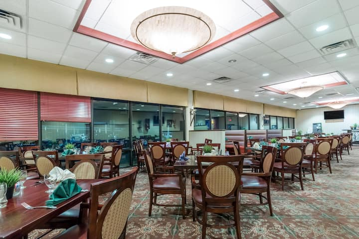 Wyndham Philadelphia - Mount Laurel restaurant in Mount Laurel, New Jersey