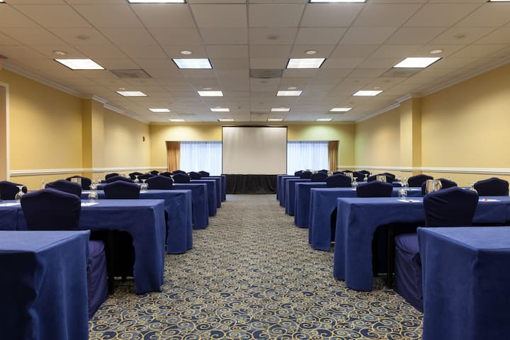 Meeting room at Wyndham Cleveland at Playhouse Square in Cleveland, Ohio