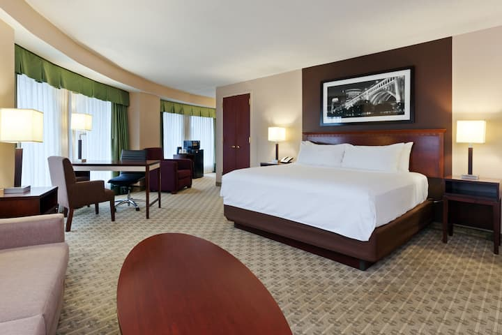Guest room at the Wyndham Cleveland at Playhouse Square in Cleveland, Ohio