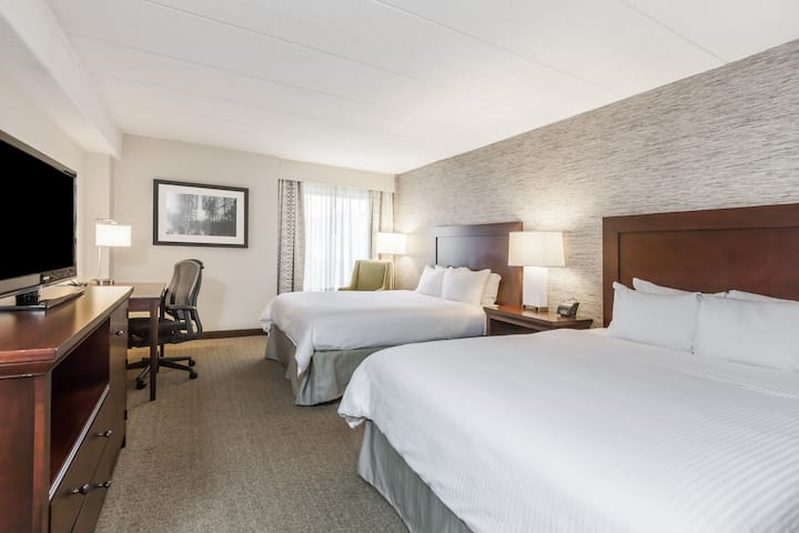 Guest room at the Wyndham Pittsburgh University Center in Pittsburgh, Pennsylvania