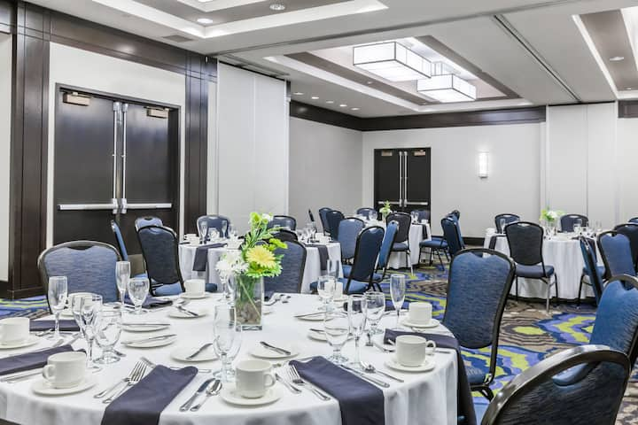 Meeting room at Wyndham Pittsburgh University Center in Pittsburgh, Pennsylvania
