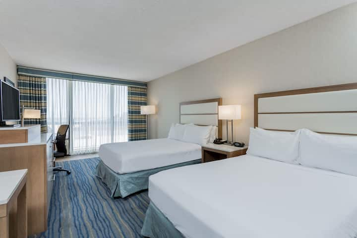 Guest Room At The Wyndham Virginia Beach Oceanfront In