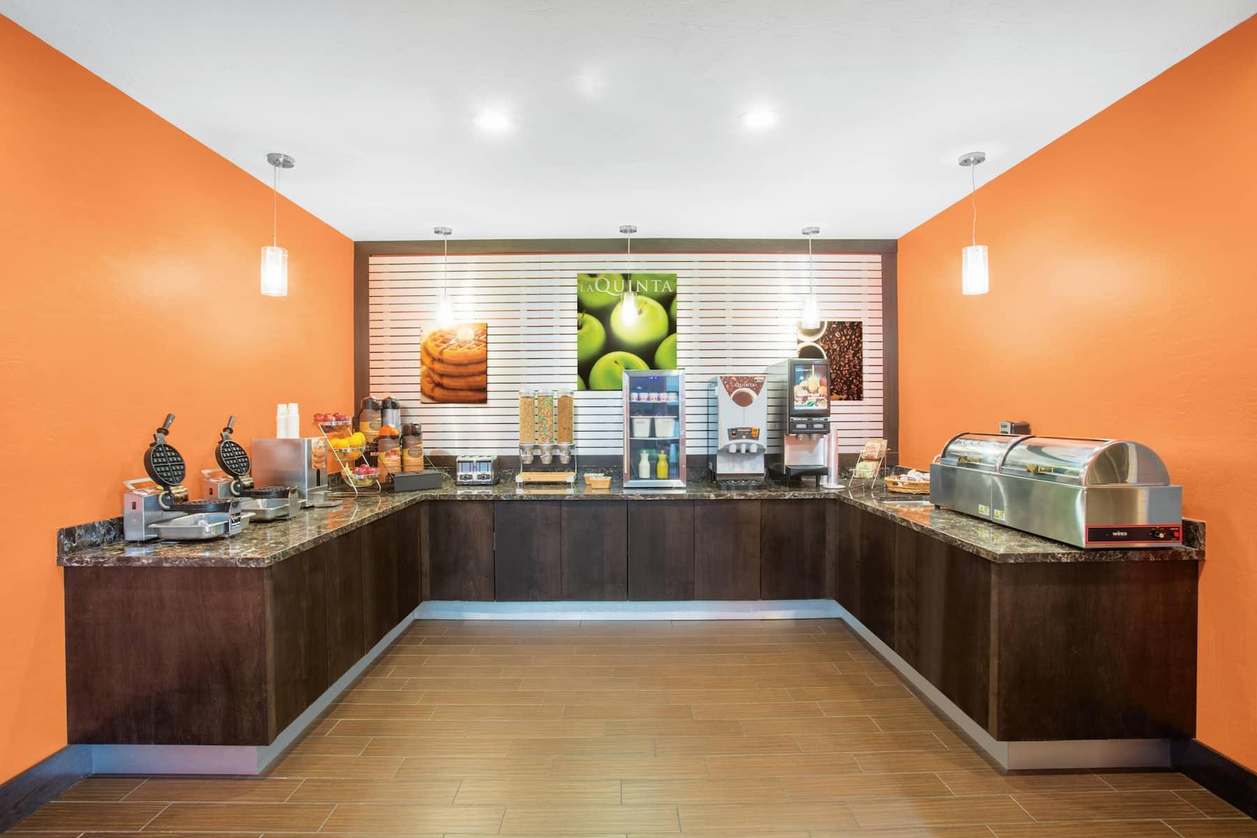 La Quinta Inn Amp Suites By Wyndham Conference Center
