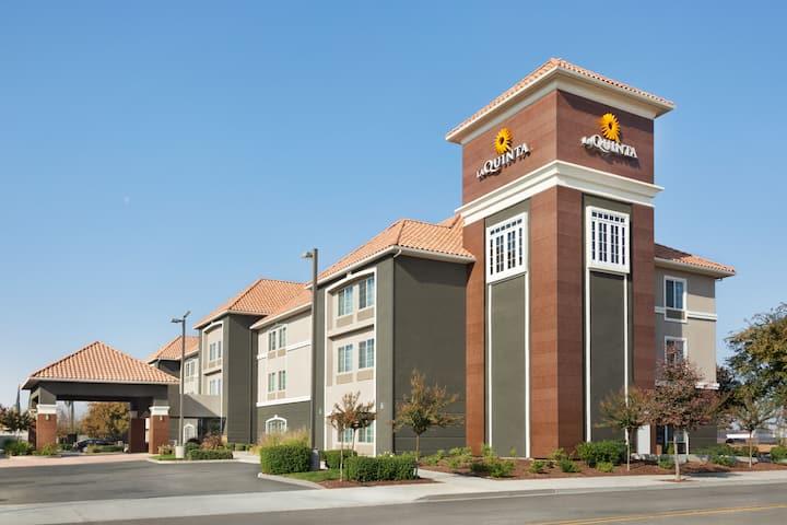 La Quinta Inn Suites By Wyndham Fresno Northwest Fresno Ca Hotels