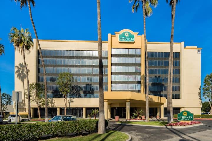 La Quinta Inn & Suites by Wyndham Buena Park | La Palma, CA Hotels
