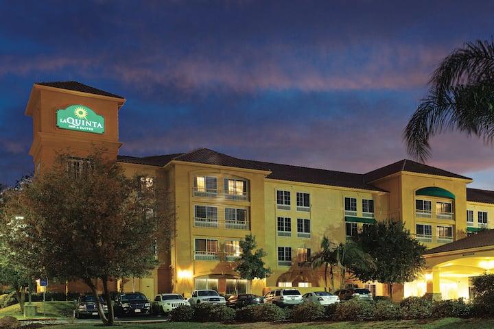 La Quinta Inn Suites By Wyndham Santa Clarita Valencia