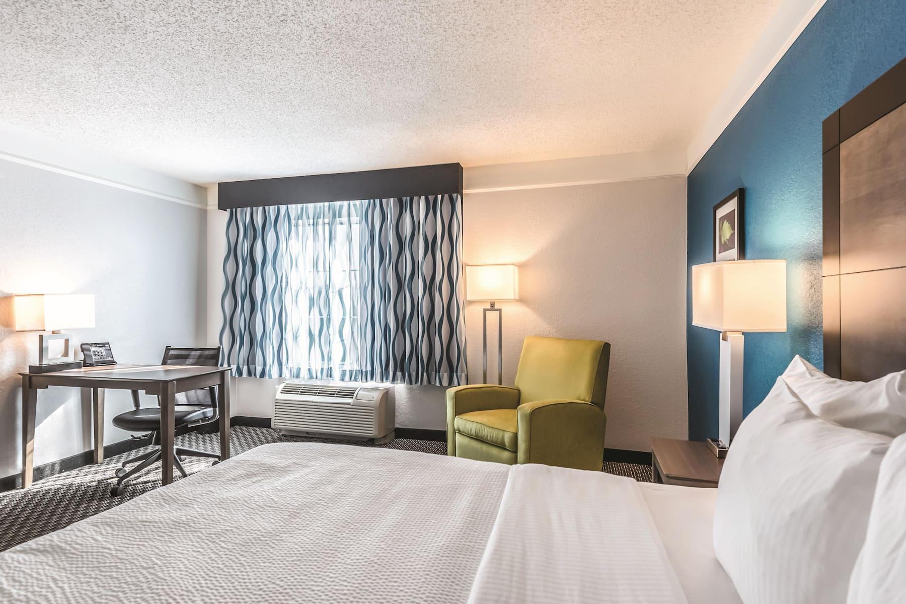 La Quinta Inn Amp Suites By Wyndham Orlando Lake Mary Lake