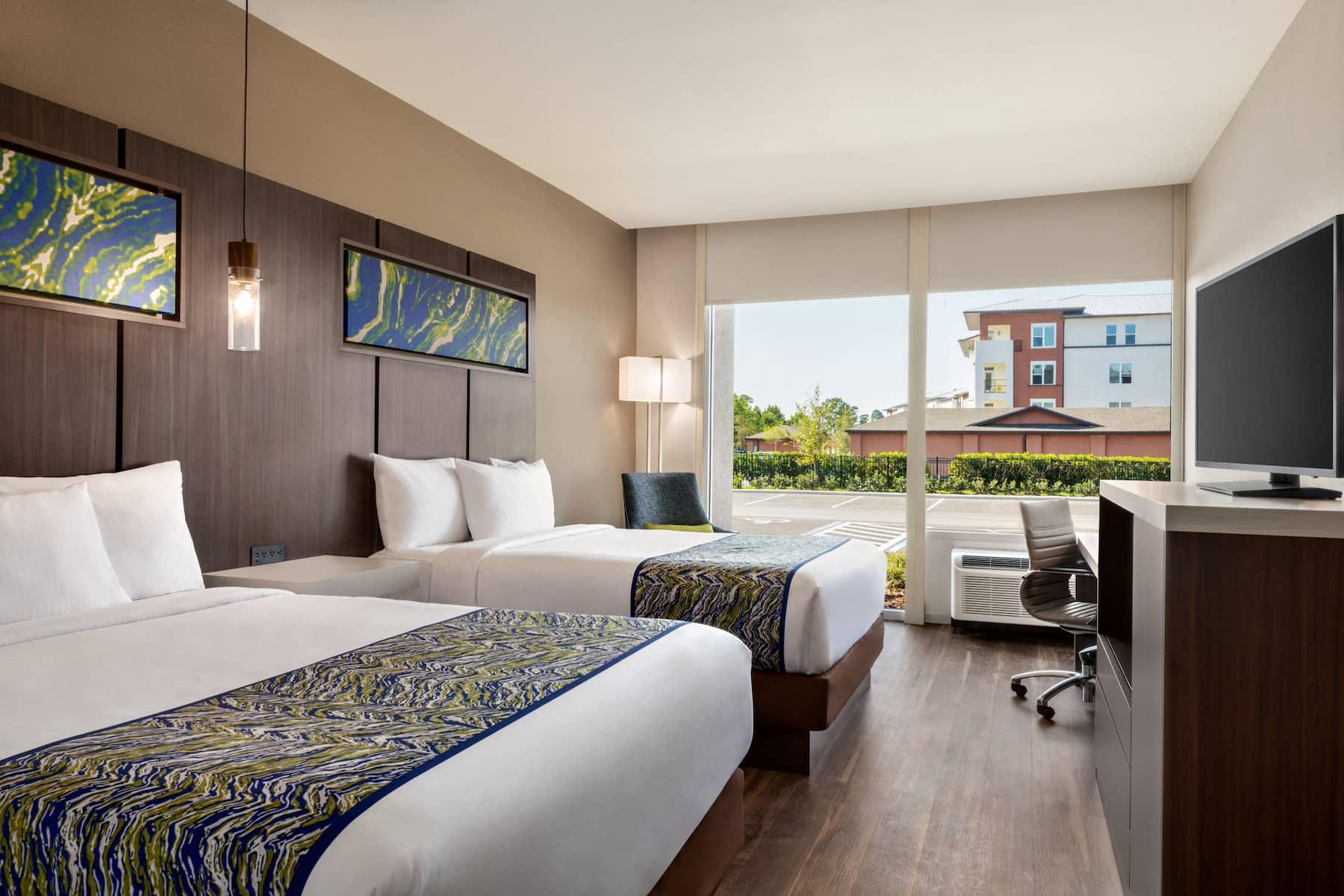 La Quinta Inn Amp Suites By Wyndham Orlando Idrive Theme