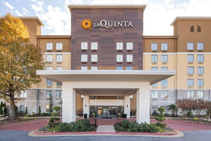 la quinta inn suites by wyndham atlanta airport north atlanta ga hotels la quinta inn suites by wyndham