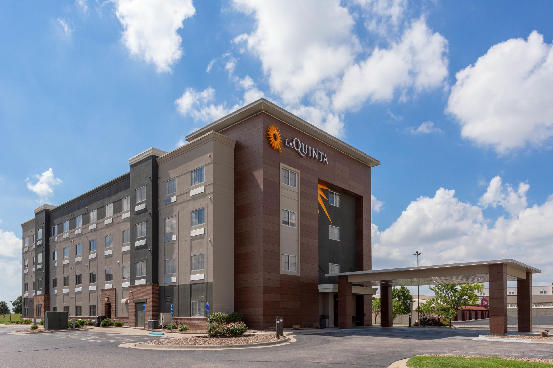 La Quinta Inn & Suites by Wyndham Wichita Airport | Wichita