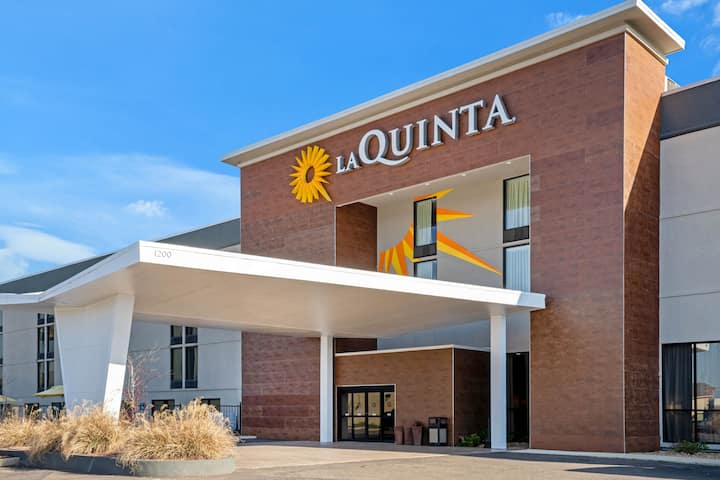 la quinta inn suites by wyndham columbus ms columbus ms hotels la quinta inn suites by wyndham