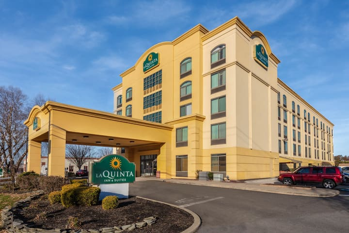 La Quinta Inn Suites By Wyndham Garden City Garden City Ny Hotels