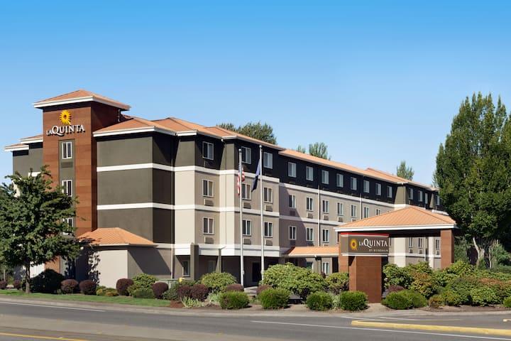 la quinta inn suites by wyndham salem or salem or hotels la quinta inn suites by wyndham salem