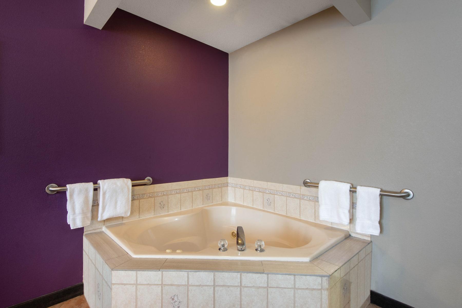 La Quinta Inn Amp Suites By Wyndham Erie Erie Pa Hotels