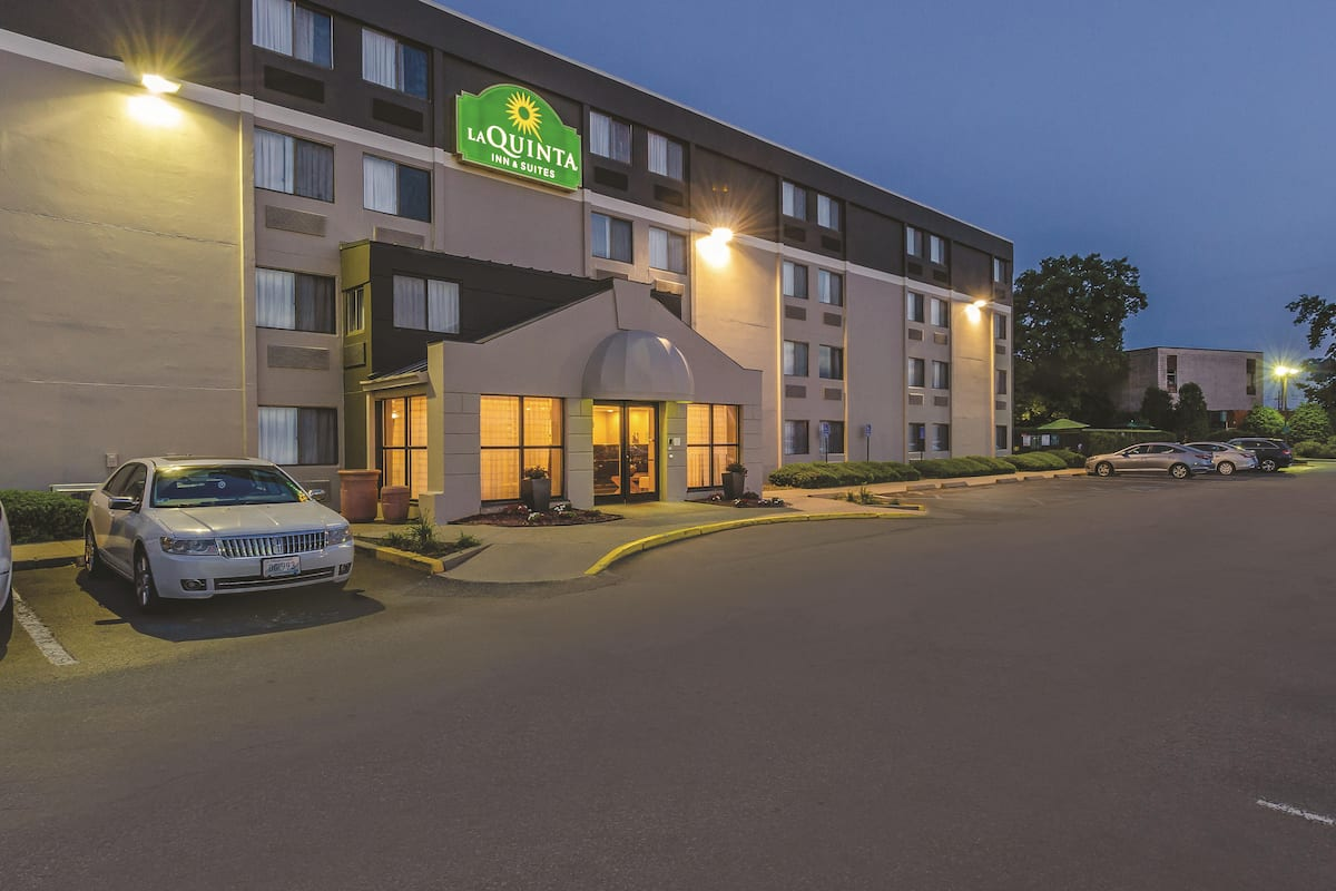 Exterior of La Quinta Inn & Suites by Wyndham Warwick Providence Airport hotel in Warwick, Rhode Island
