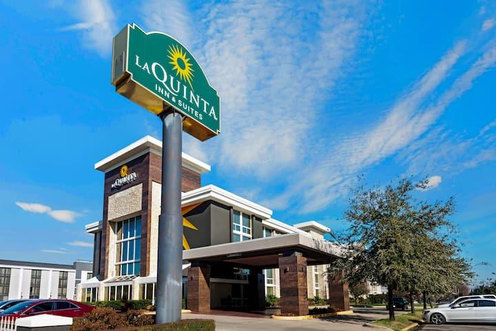 La Quinta Inn Suites By Wyndham Dallas I 35 Walnut Hill Ln Dallas Tx Hotels
