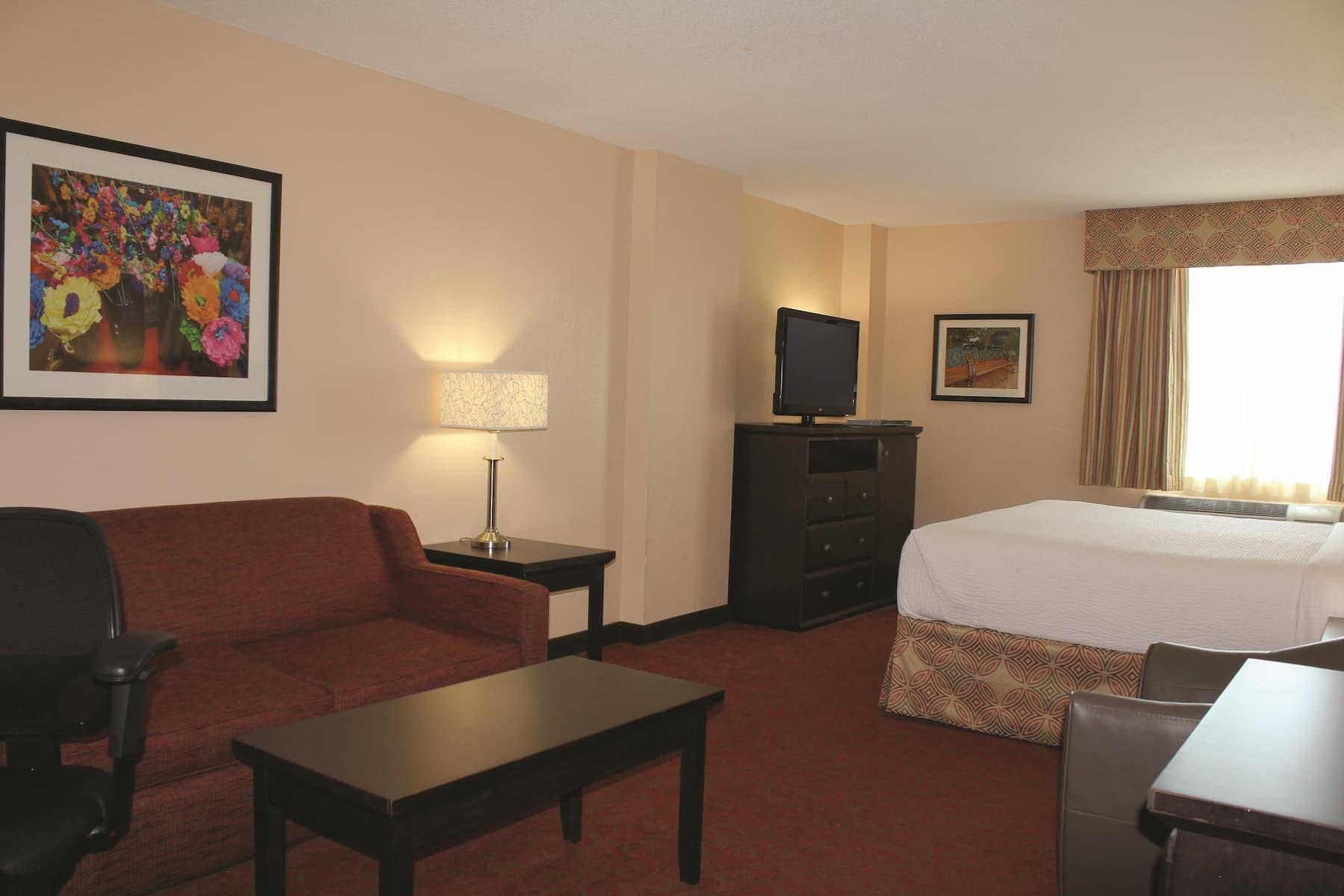 La Quinta Inn Amp Suites By Wyndham San Antonio Medical Ctr