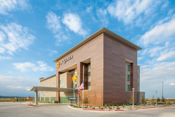 La Quinta Inn & Suites by Wyndham San Marcos Outlet Mall ...