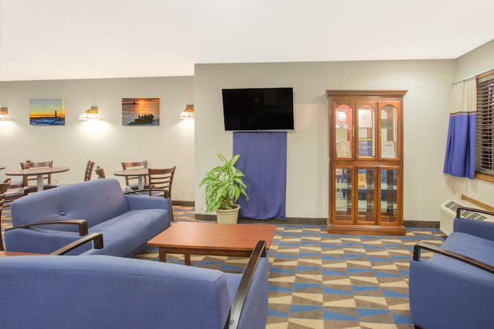 microtel inn suites by wyndham manistee manistee mi hotels microtel inn suites by wyndham