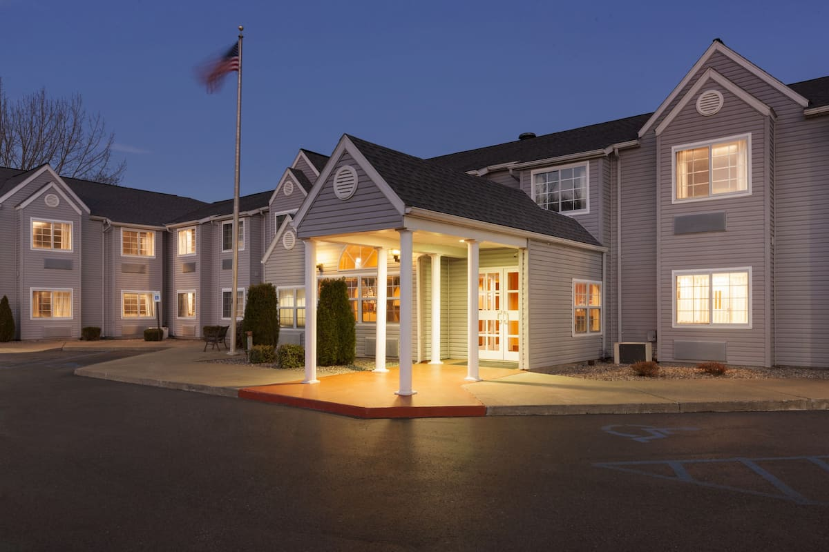 Exterior Of Microtel Inn By Wyndham Albany Airport Hotel In Latham New York