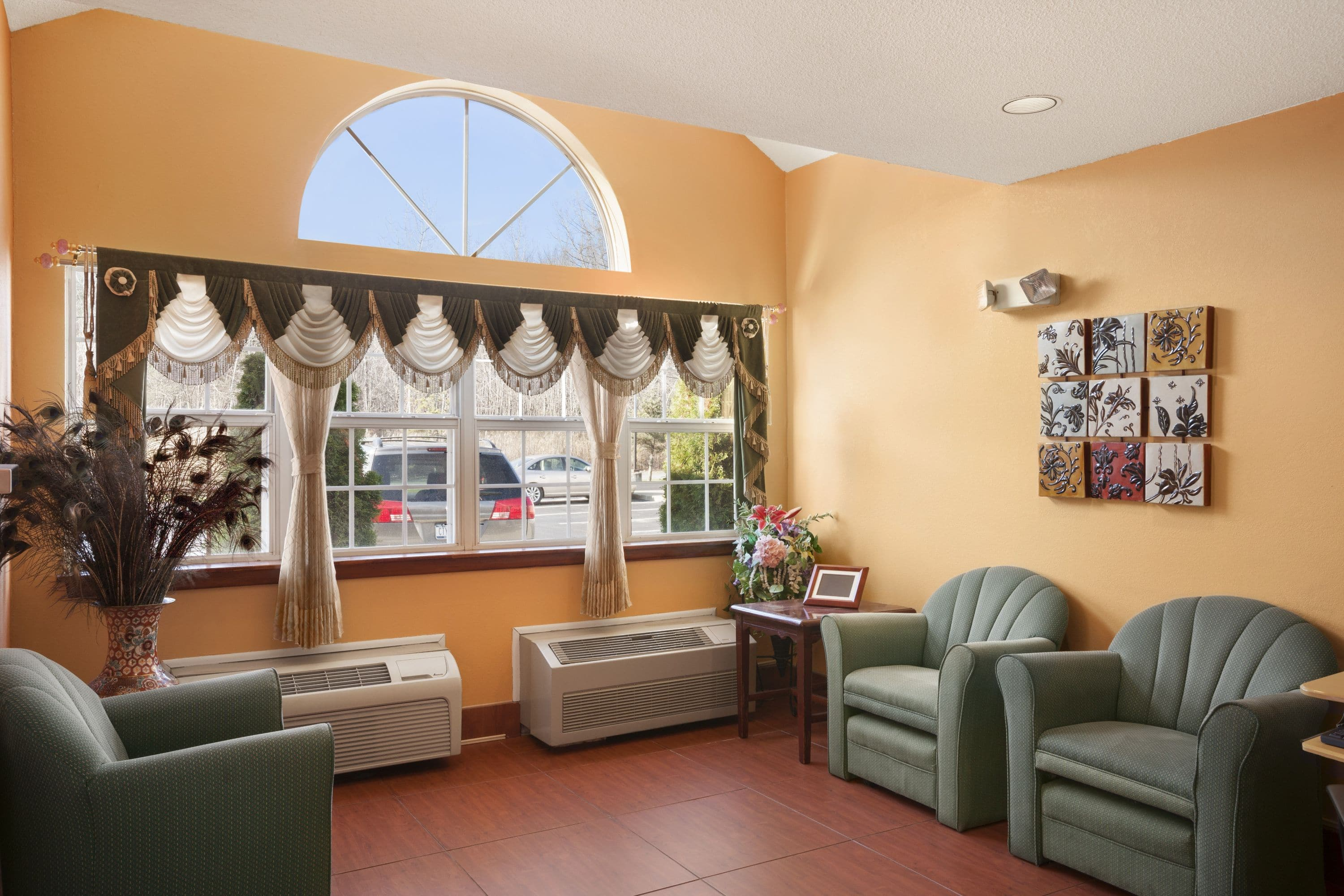 Free Microtel Inn By Wyndham Albany Airport Hotel Lobby In Latham New York With Hotels Near Rpi Troy Ny