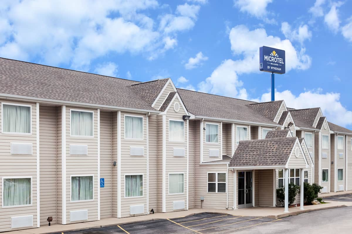 Exterior Of Microtel Inn Suites By Wyndham Ardmore Hotel In Oklahoma