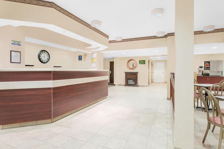 Microtel Inn Suites By Wyndham Hamburg Hotel Lobby In Pennsylvania