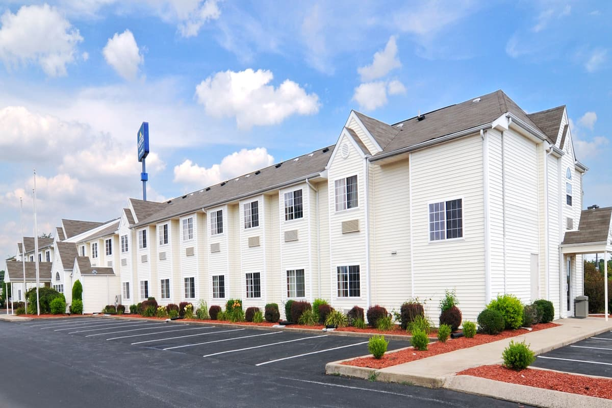 Exterior Of Microtel Inn Suites By Wyndham Clarksville Hotel In Tennessee