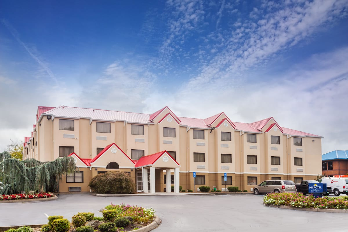 Exterior Of Microtel Inn Suites By Wyndham Knoxville Hotel In Tennessee