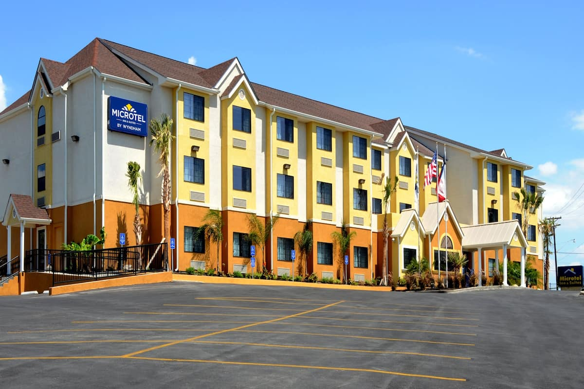 Exterior Of Microtel Inn Suites By Wyndham New Braunfels Hotel In Texas