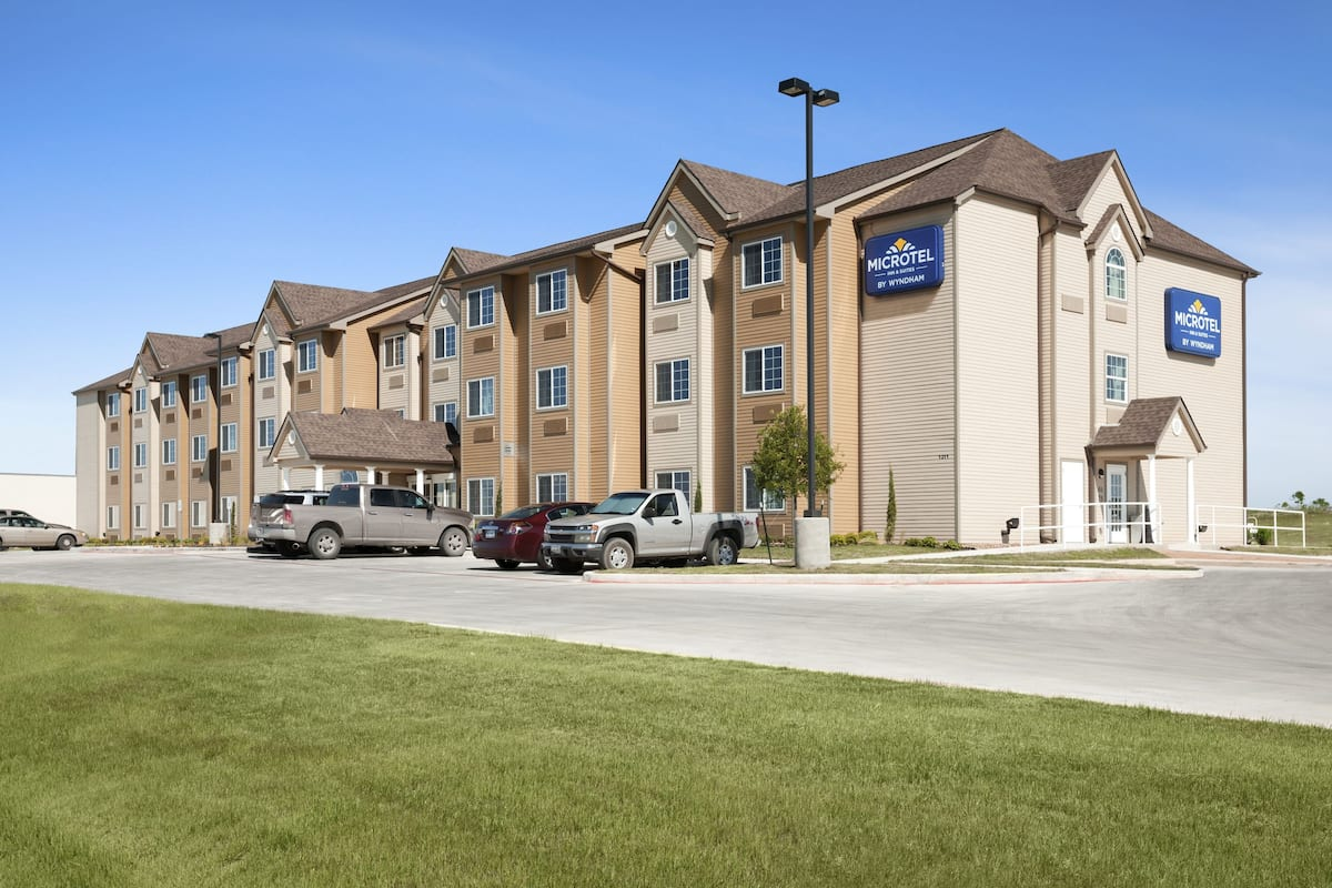 Exterior Of Microtel Inn Suites By Wyndham Pleasanton Hotel In Texas