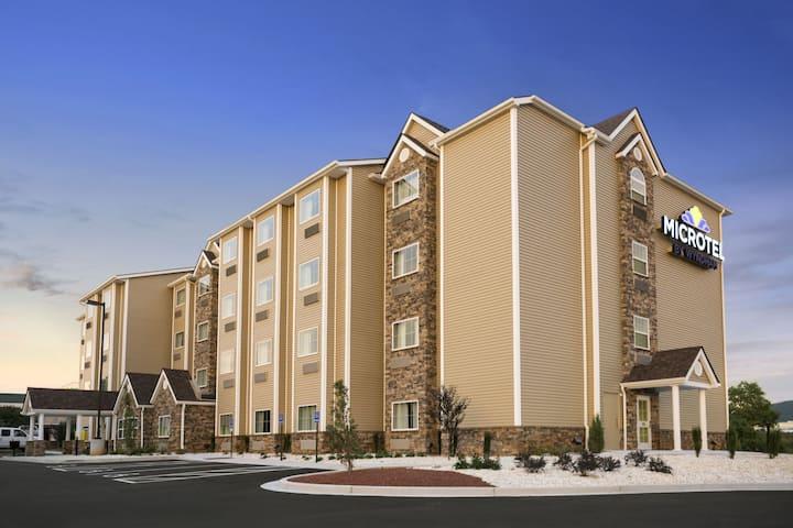 exterior of microtel inn suites by wyndham lynchburg hotel in lynchburg virginia - Hilton Garden Inn Lynchburg Va