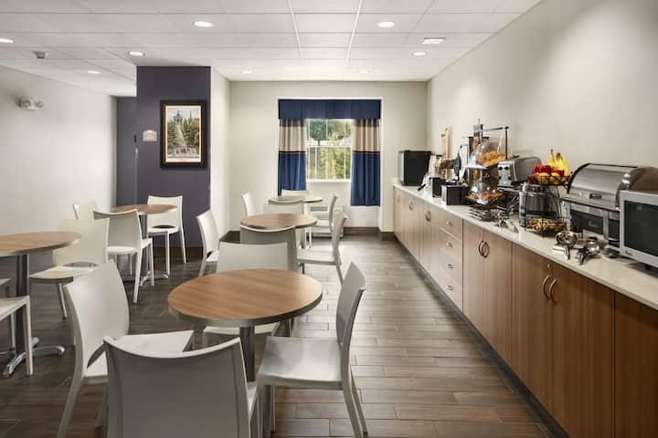 Microtel Inn & Suites by Wyndham Lynchburg | Lynchburg Hotels, VA ...