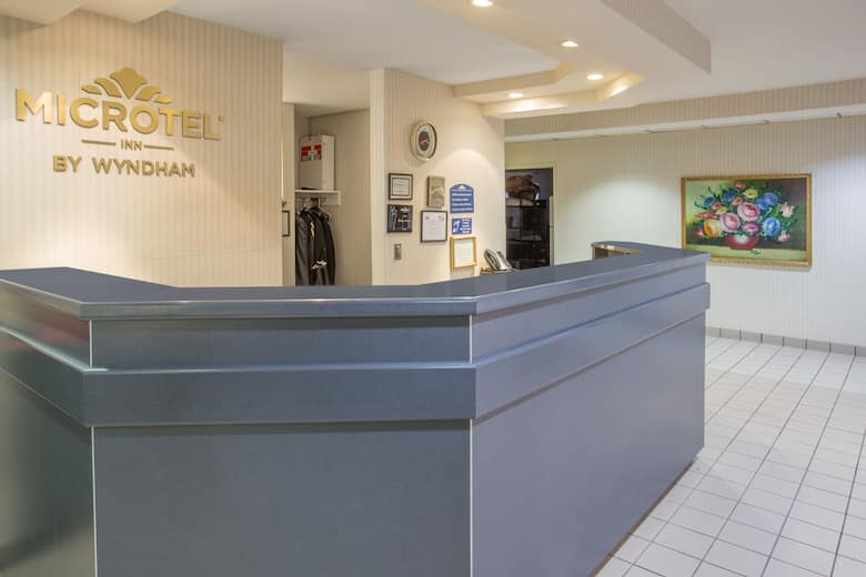 Microtel Inn Suites By Wyndham Janesville Hotel Lobby In Wisconsin