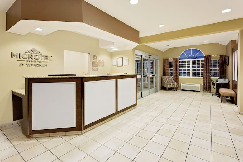 Microtel Inn Suites By Wyndham Prairie Du Chien Hotel Lobby In