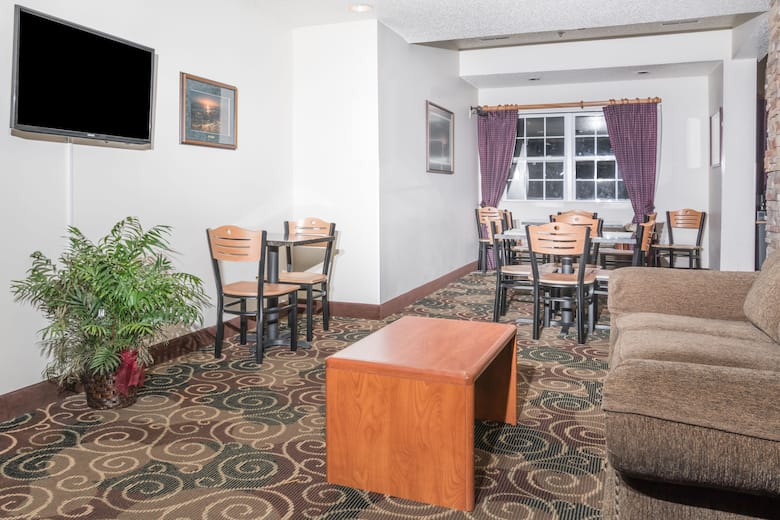 Microtel Inn Suites By Wyndham Rice Lake Hotel Lobby In Wisconsin