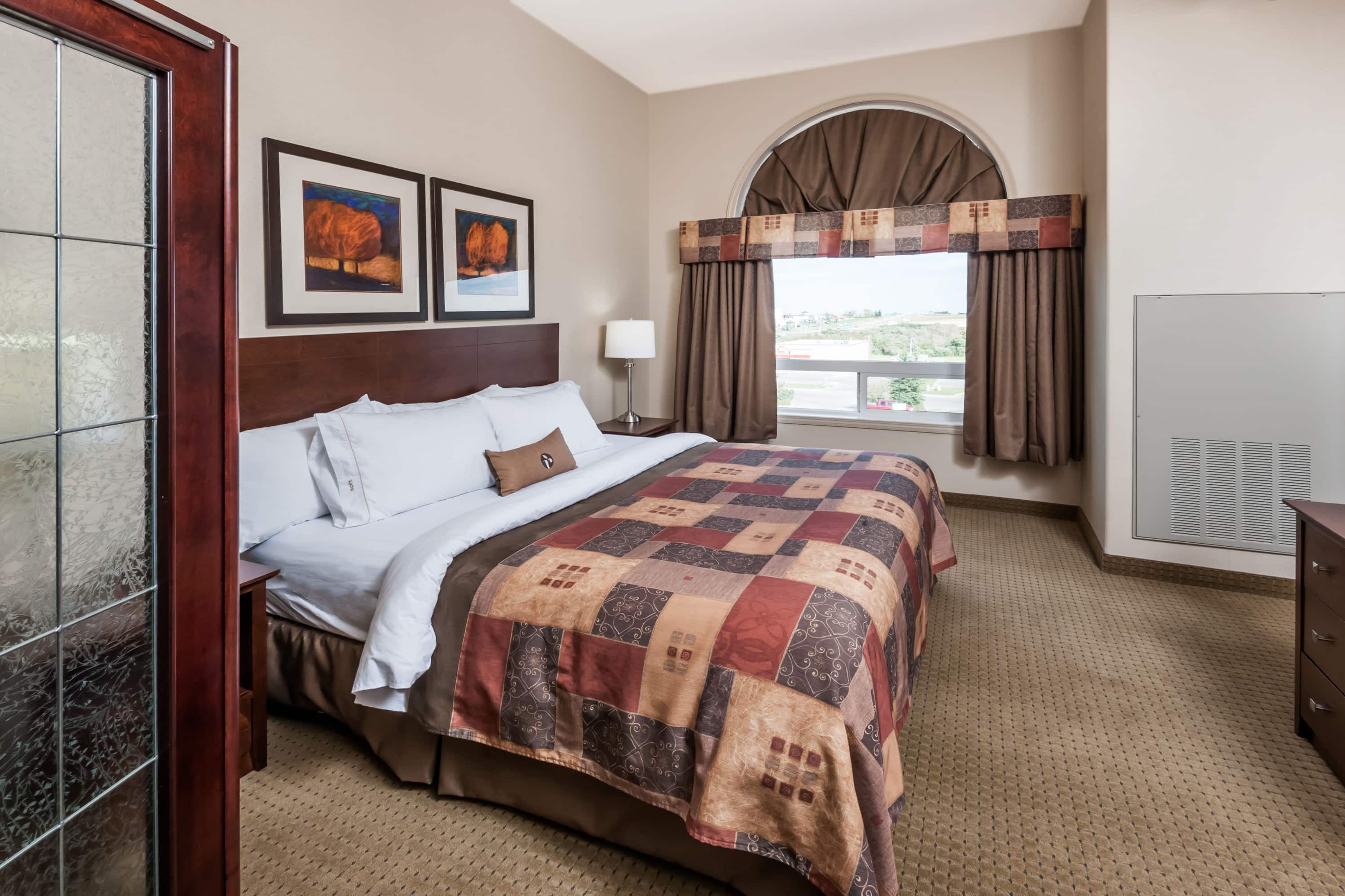 Guest room at the Ramada High River in High River, Alberta