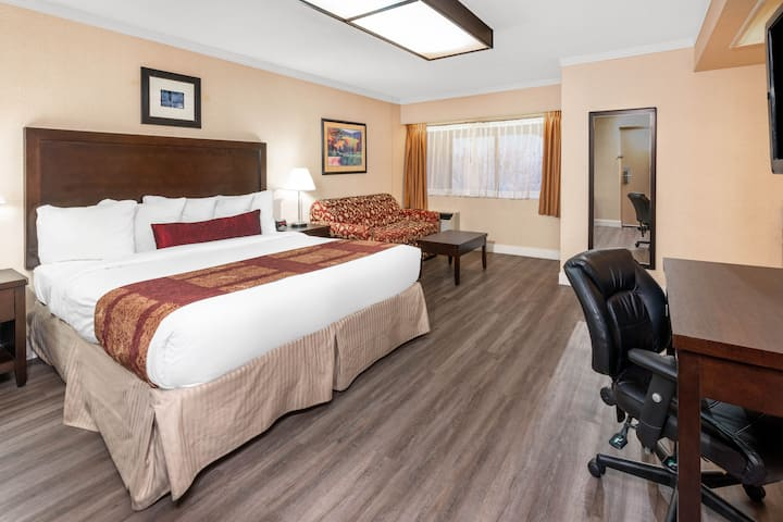 Ramada Coquitlam suite in Coquitlam, British Columbia