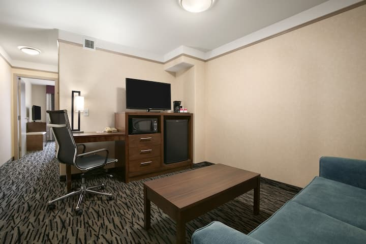 Ramada Pitt Meadows suite in Pitt Meadows, British Columbia