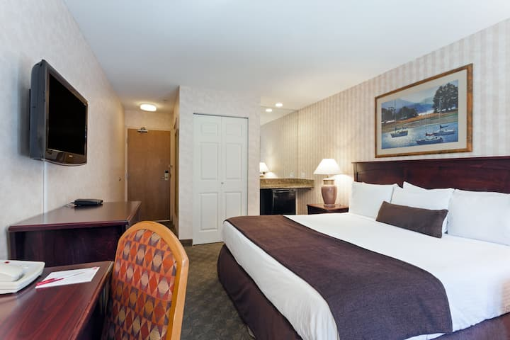 Guest room at the Ramada Limited Vancouver Airport in Richmond, British Columbia