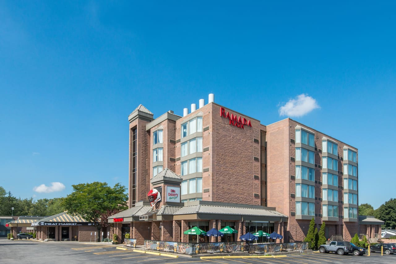 Ramada Plaza Niagara Falls in Kenmore, New York