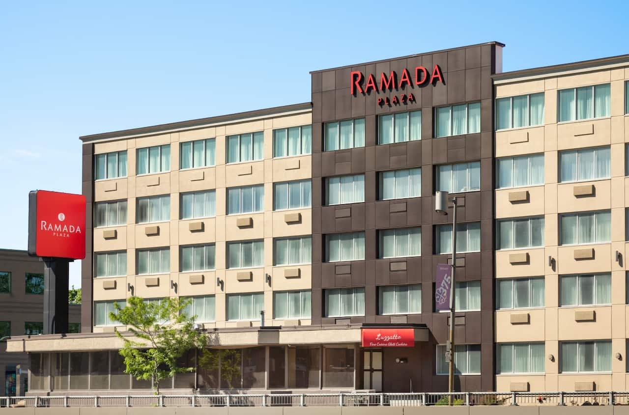 Ramada Plaza by Wyndham Montreal à Blainville, Québec