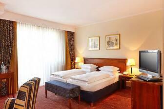 Gästezimmer im Ramada Plaza Berlin City Centre Hotel and Suites in Berlin, ausgenommen USA/Kanada