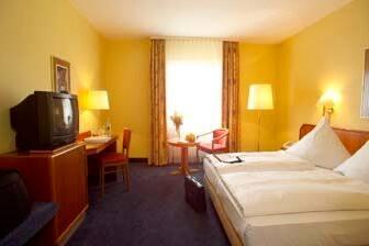 Gästezimmer im Ramada Lampertheim in Lampertheim, außerhalb der USA/Kanada