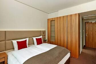 Gästezimmer im Ramada Hotel & Conference Center München Messe in München, außerhalb US/Kanada