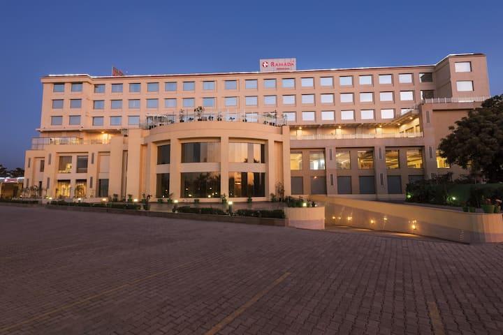 Ramada by Wyndham Neemrana | Shahjahanpur, IN Hotels