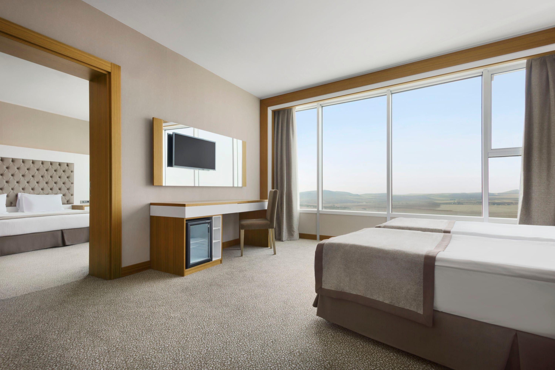 Kırşehir'deki Ramada Resort Kirsehir Thermal Hotel & Spa'da konuk odası, ABD/Kanara dışında