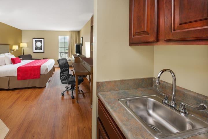 Ramada Limited Little Rock suite in Little Rock, Arkansas