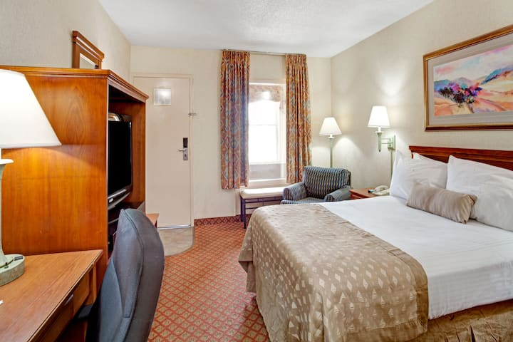 Guest room at the Ramada West Memphis in West Memphis, Arkansas